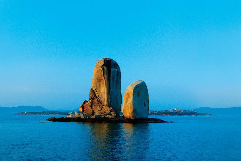 游玩时间:1小时 推荐理由:平潭最著名的自然景观,标志性景点,世界上