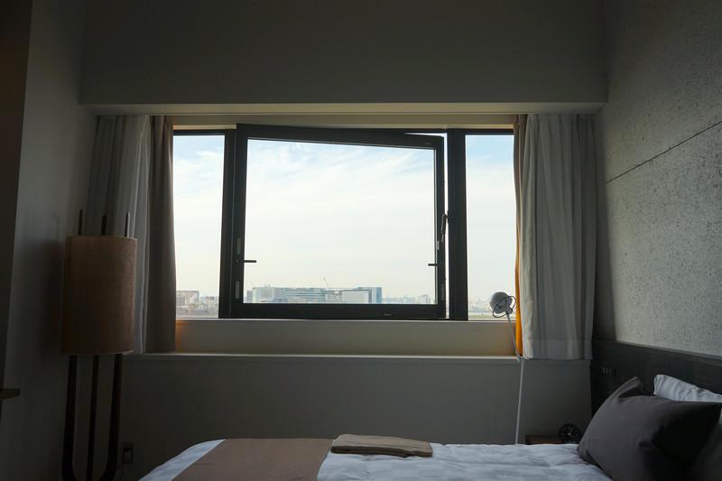 房间窗外的风景更是怡人,无论白天还是晚上,都分外有情调.
