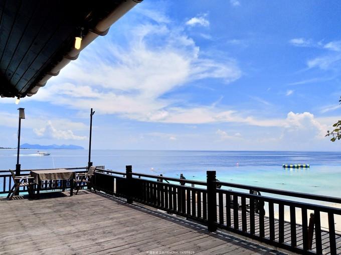 餐厅走廊的风景真的好不错,就是没有遮阳的地方,一望无际的大海,蓝天