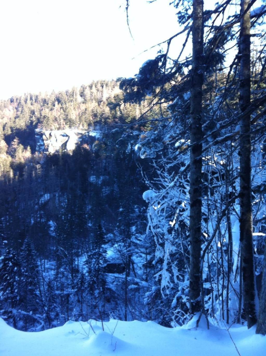 长白山-冬季的天池,虽然是冰冻的一块巨的冰块,但其雄壮之美丝毫未减