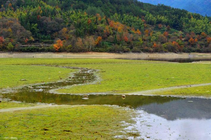 宏村風景水粉小溪