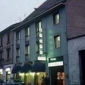 瓦加娜酒店